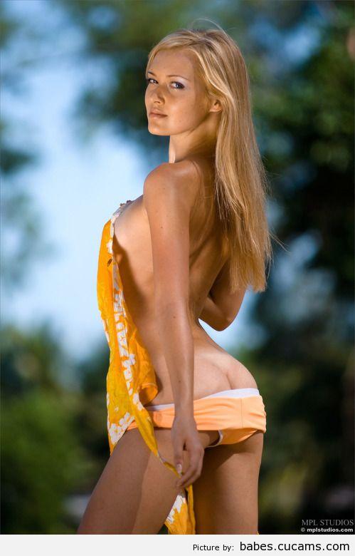 Babes Brunette Golden by babes.cucams.com